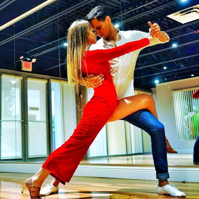 Dancing Pose Tango